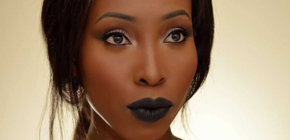 What color of lipstick suits brown skin?