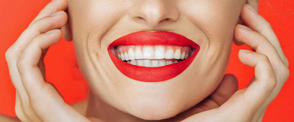 Does the red color of lipstick make teeth look whiter?